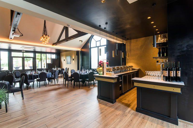 https://www.wendelenhof.com/wp-content/uploads/2018/08/restaurant-feestzaal-zakelijk-1-800x533.jpg